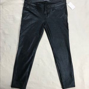 Guess Low-Rise Coated Ponte-Knit Curvy Jeans Sz-30